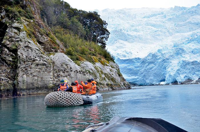Exploring the fjords around Seno Helado (Icy Sound) © Tamara Albarran