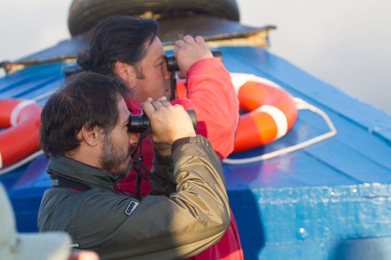 The author and skipper Franco Romo while watching seabirds off Valparaiso, Chile  © Claudio F. Vidal, Far South Expeditions